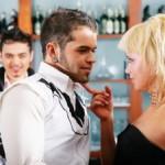 لغة الجسد لها التأثير الاكبر علي الزوج