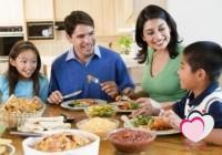 لماذا يجب ان تجتمع الأسرة لتناول الغذاء في المنزل.