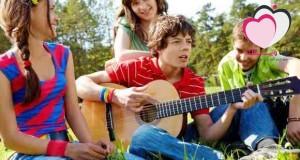 7 خطوات تدلك على أهمية صداقات ابنك